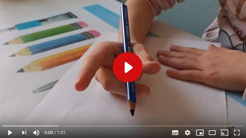 vidéos tenue et position du crayon pour enfant droitier et gaucher